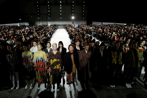 Models present creations by Belgian designer Dries Van Noten as part of his Fall/Winter 2017-2018 women's ready-to-wear collection during Fashion Week in Paris, France March 1, 2017. REUTERS/Gonzalo Fuentes - RC1CE32BE800