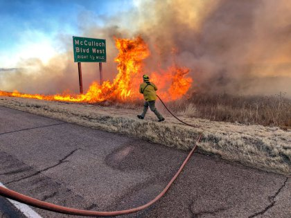 pueblo brush fire code4 photography twitter 1 Dry, Windy Weather Produce Dangerous Conditions For Firefighters