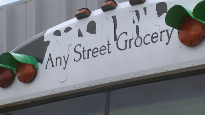 any street grocery 10pkg frame 1438 Any Street Grocery Brings Fresh Produce To Food Deserts