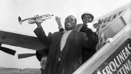 Watch rare footage of Louis Armstrong play an open-air concert in pre-independence Ghana