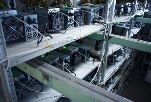 Bitcoin Mining Operations Offer New Strategies Before Reward Reduction