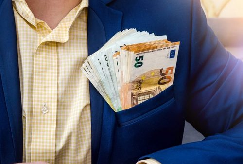 6 Bankers Accused of Earning €30M in Bonuses From German Fraud, Tax Lawyer Out on €4M Bail